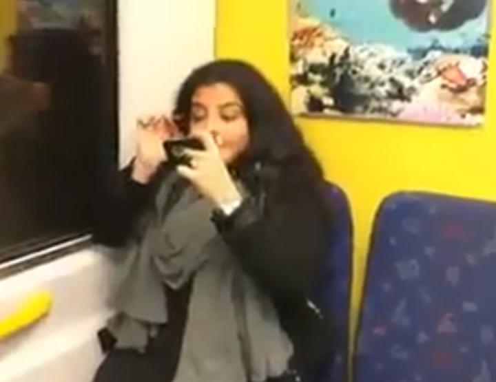 Dans le métro: Filles VS Garçons